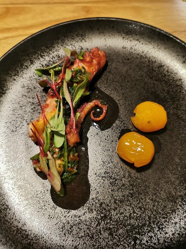 ruoka lautanen mustekala