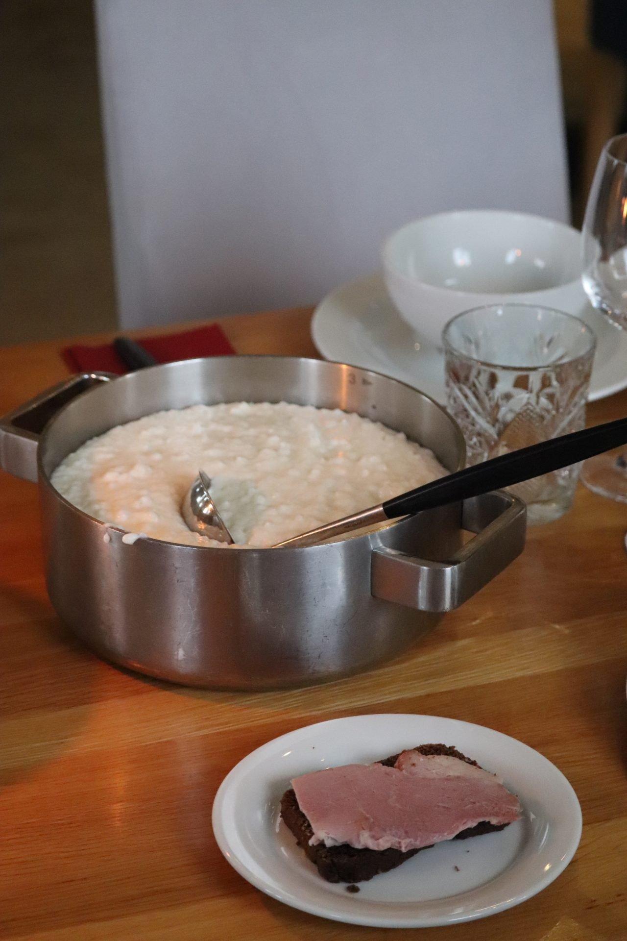 smakbyn ravintola riisipuuro kinkkuvoileipä jouluruoka