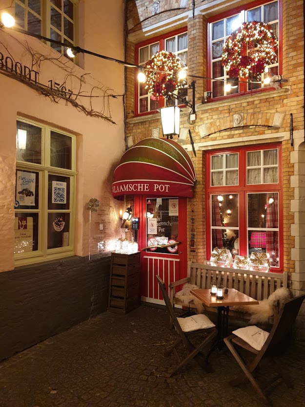 brugge ravintola ilta jouluvalot