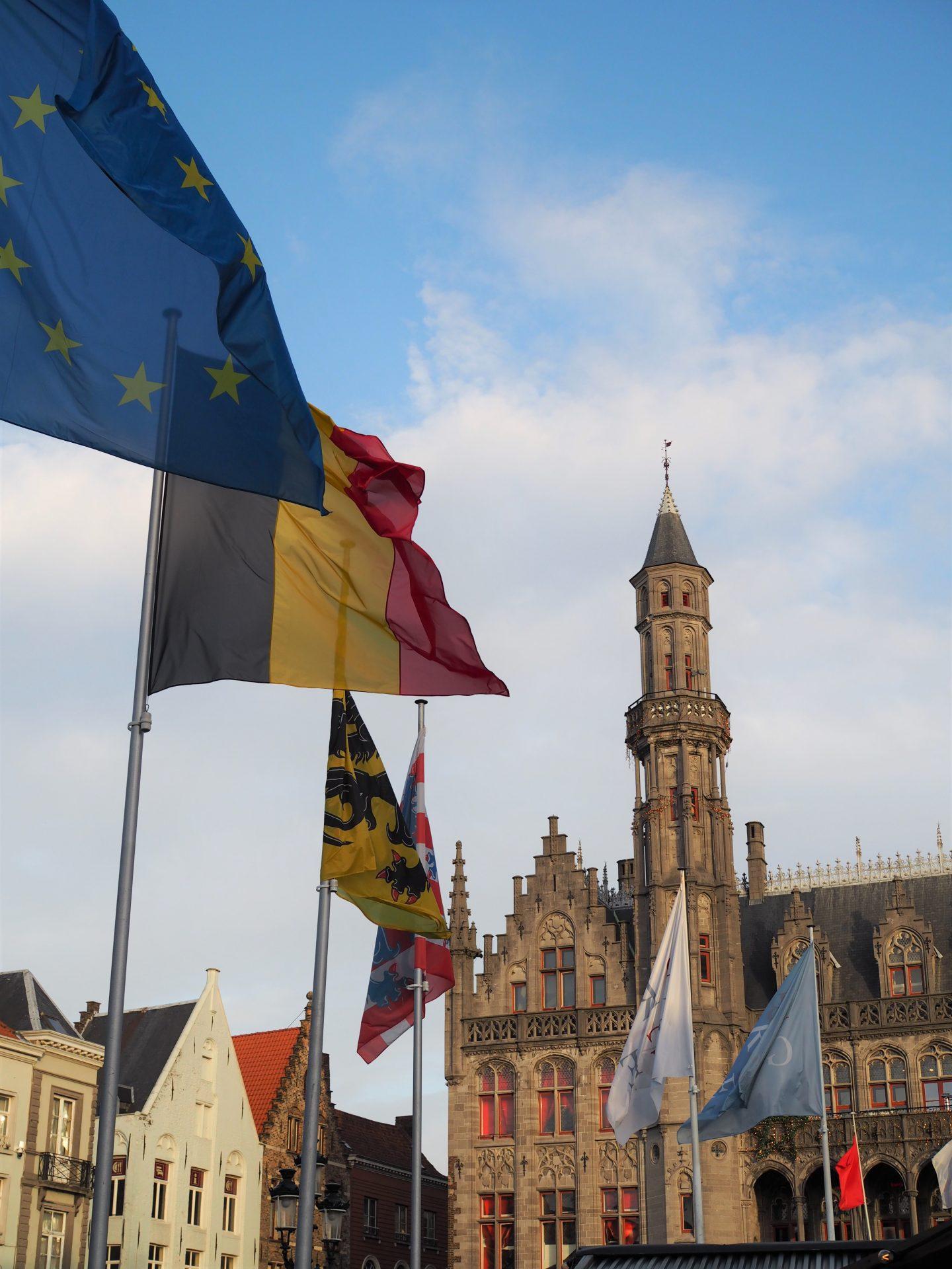 brugge belgia lippu kaupungintalo goottilainen rakennus