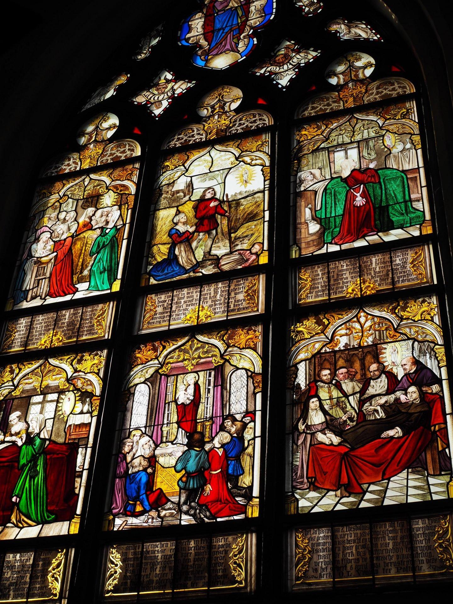 brugge katolinen kirkko lasimaalaus