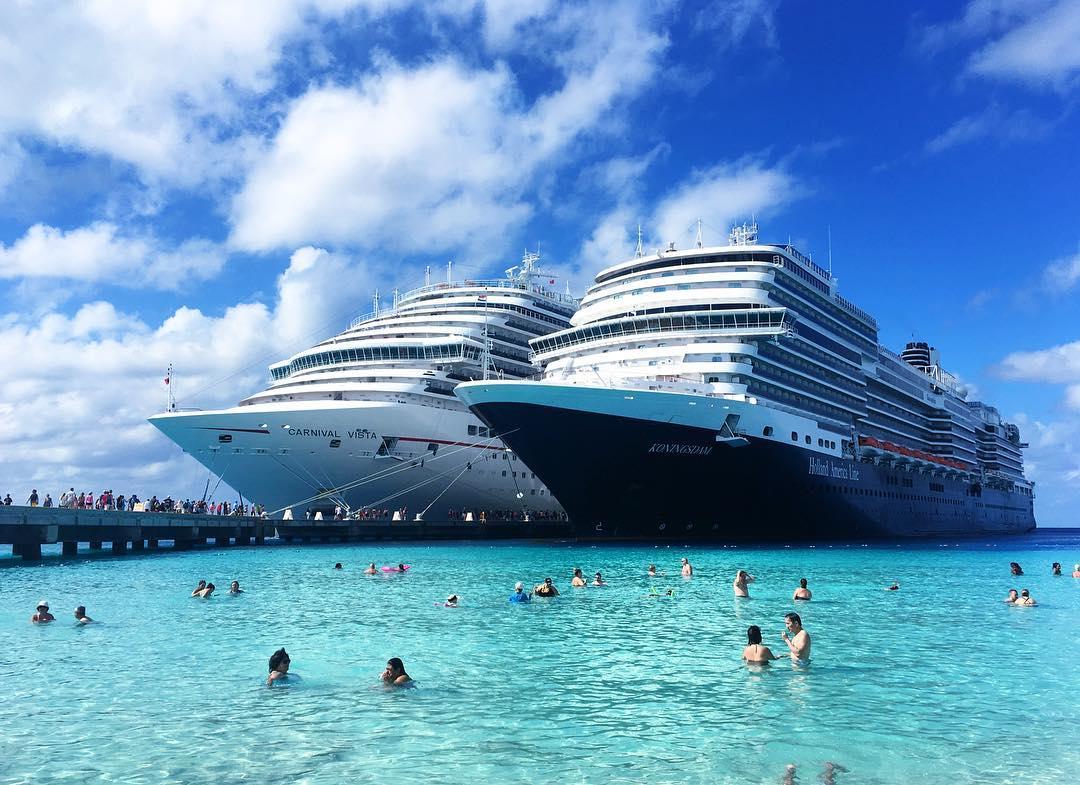 Saaren ikonisin nky  pulikointi jttilaivojen edustalla  grandturk