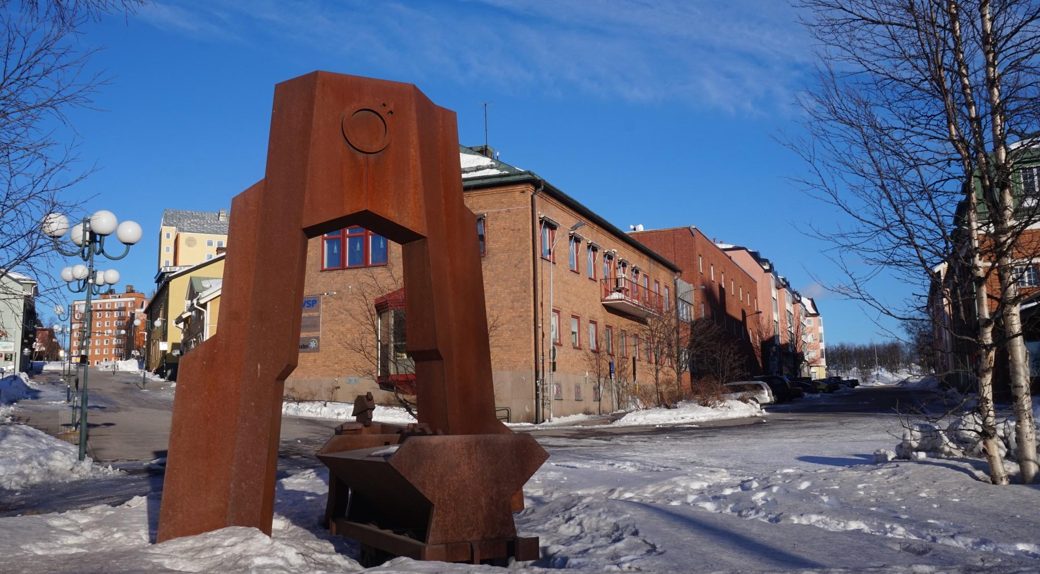 Kaupungin muistomerkit kertovat myös kaivoksesta.