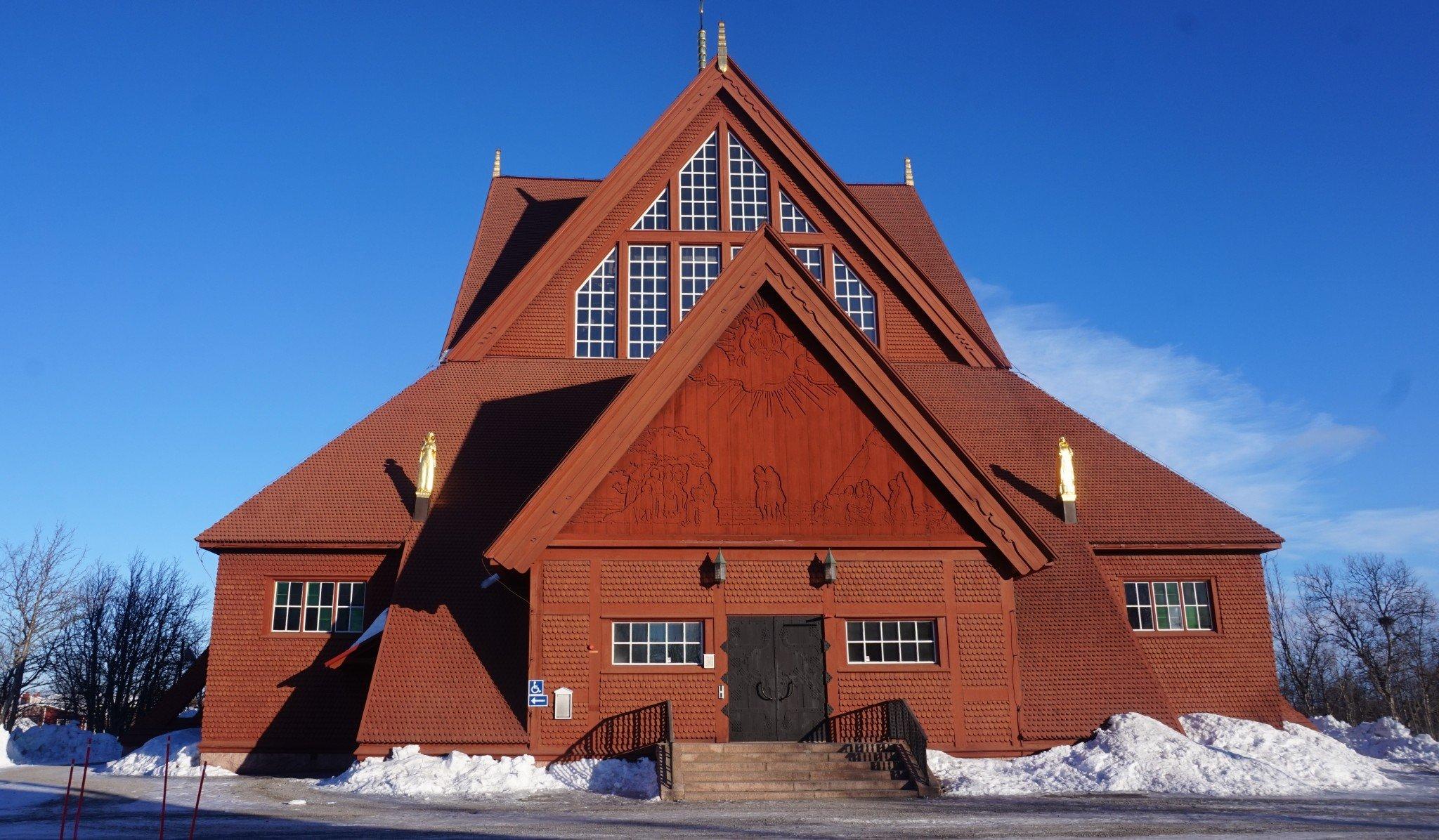 Saa nähdä siirretäänkö Kiirunan kirkkoa uuteen paikkaan. Upea punainen kirkko on äänestetty yhdeksi Ruotsin kauneimmaksi rakennukseksi.