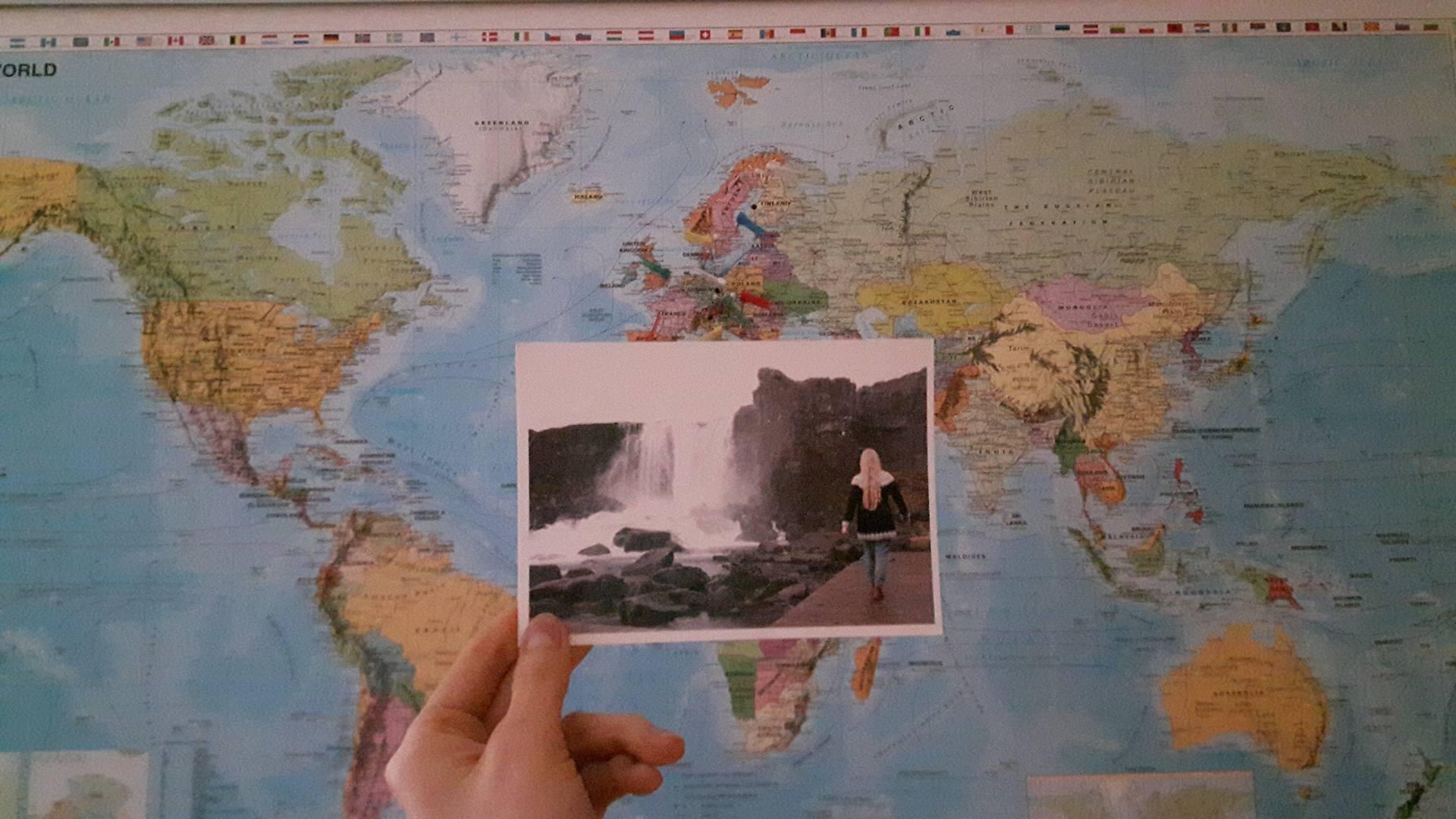 Tällaisen kortin lähetin hänelle omista Islanti-kuvistani. Oli kuulemma ihanan omaperäinen!