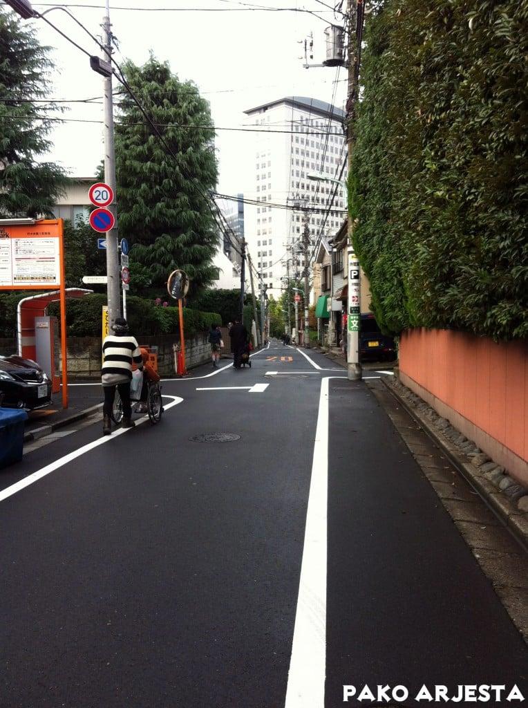 Shinjuku 10 - pikkukatu päivällä