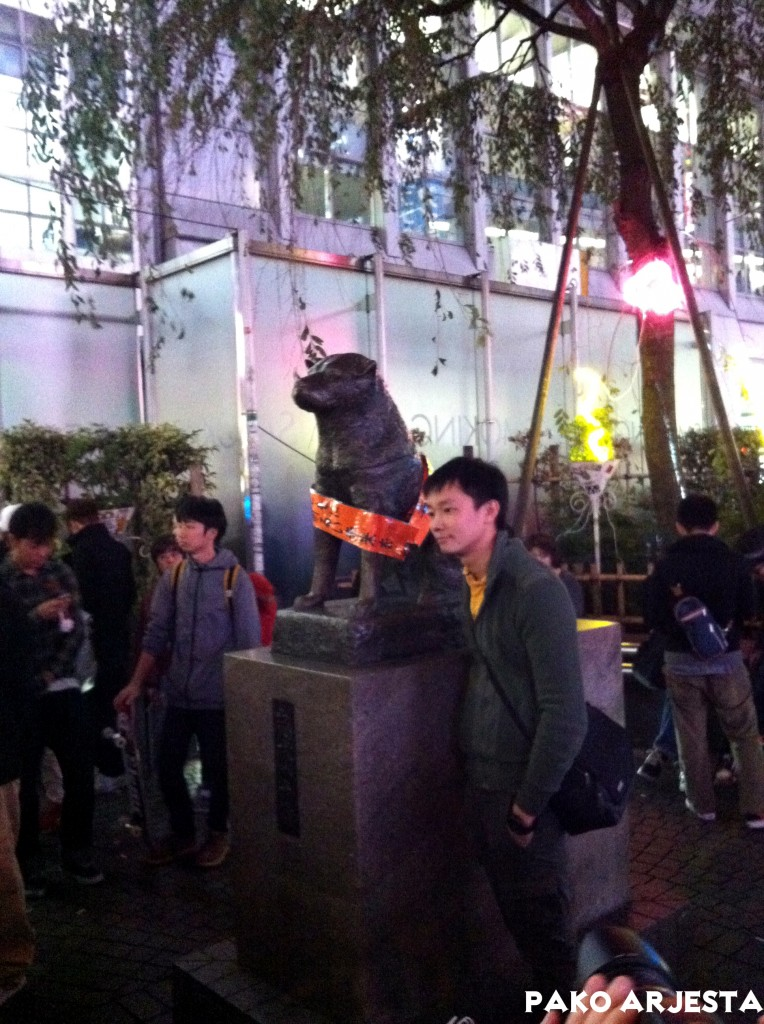Hachiko-koiran patsas Shibuyan rautatieaseman edustalla