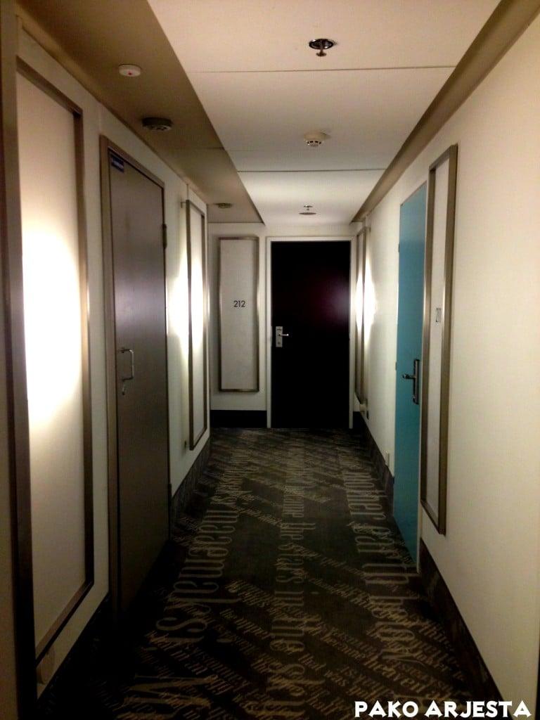 Huone on helppo erottaa sinisestä ovestaan :)