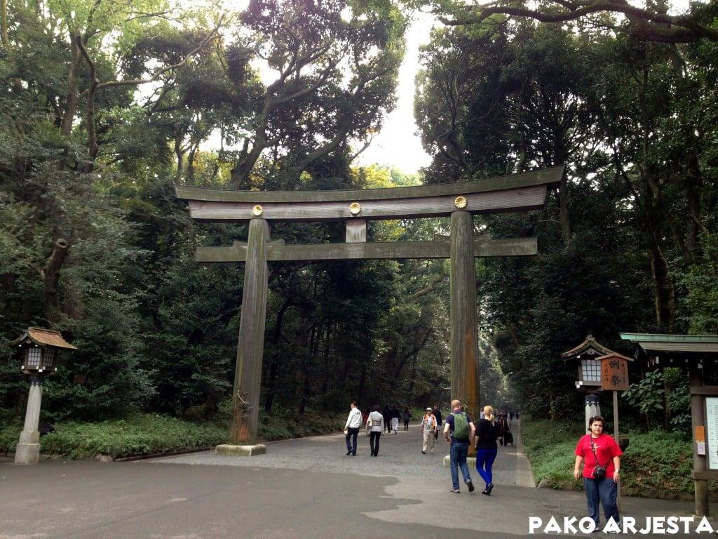 Yksi Yoyogi-puiston porteista (torii)
