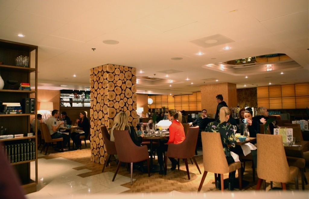 Varsinainen aamiaistila löytyy Livingroomin yläkerrasta, joka sijaitsee receptionin vieressä