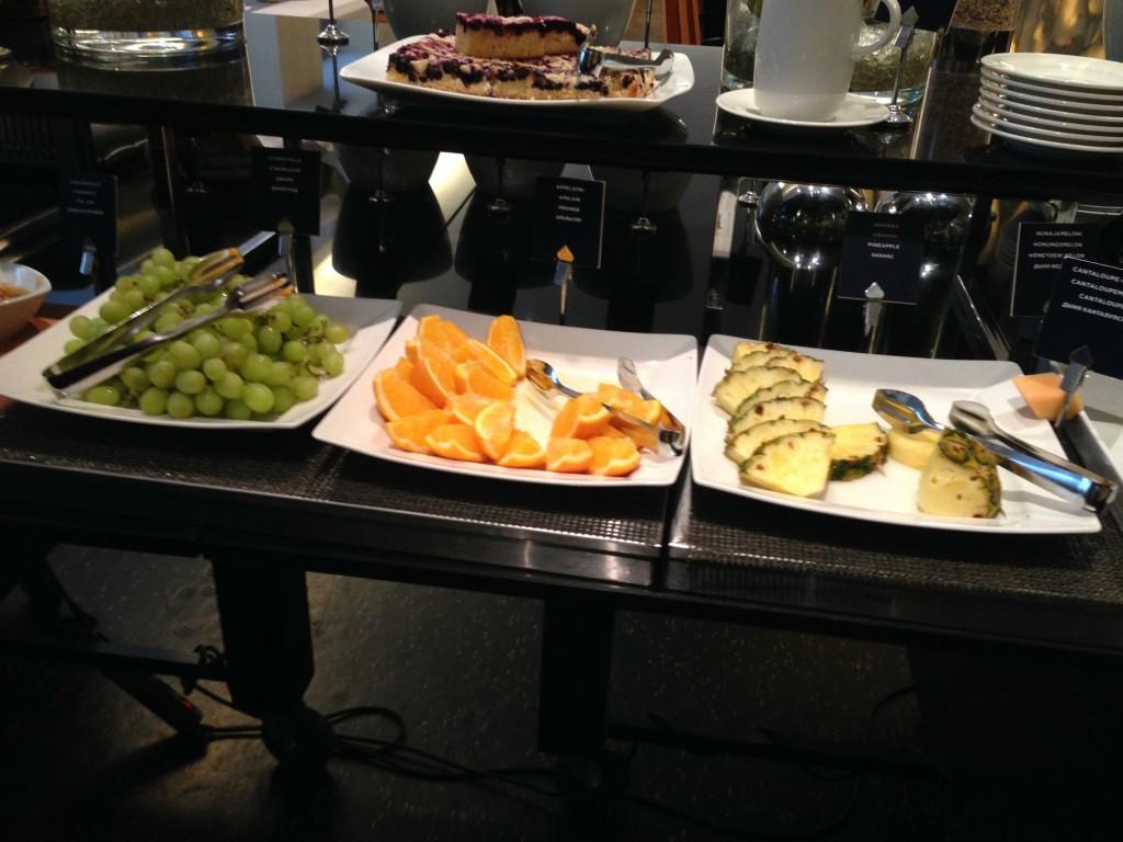 Ravintola Torni aamiaishedelmät