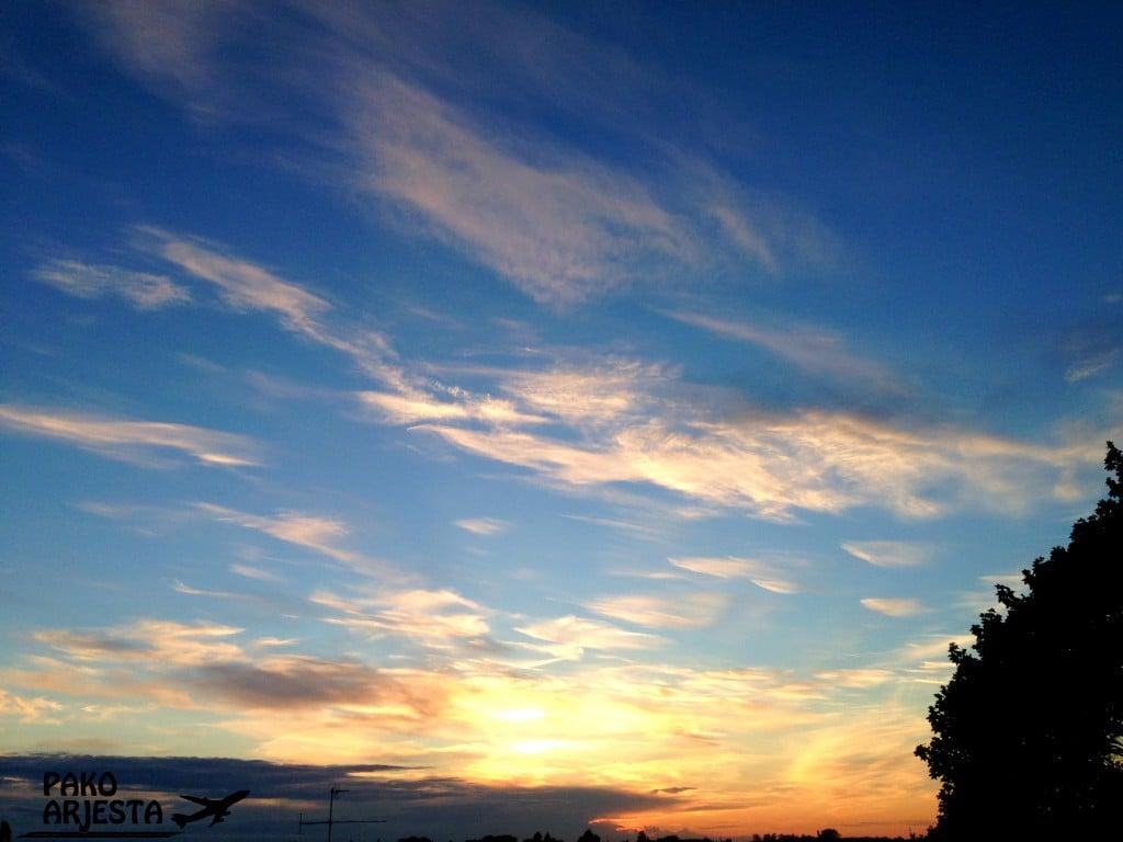 Auringonlasku pilvet
