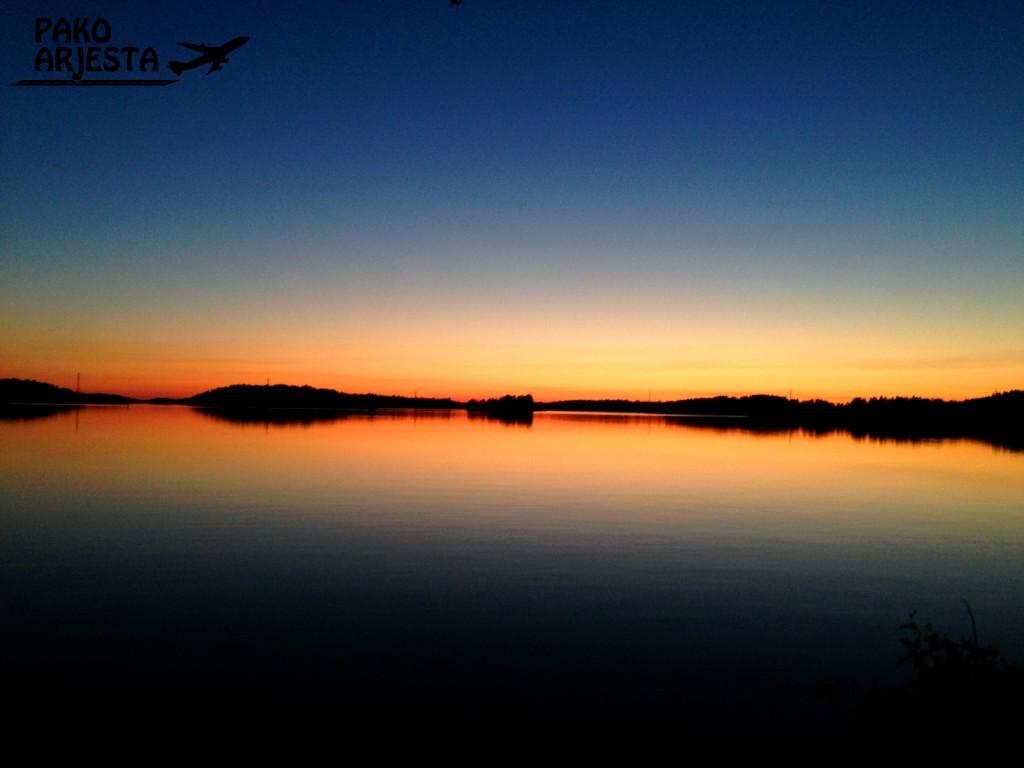 Öinen aurinko klo 01.00 on aika upea