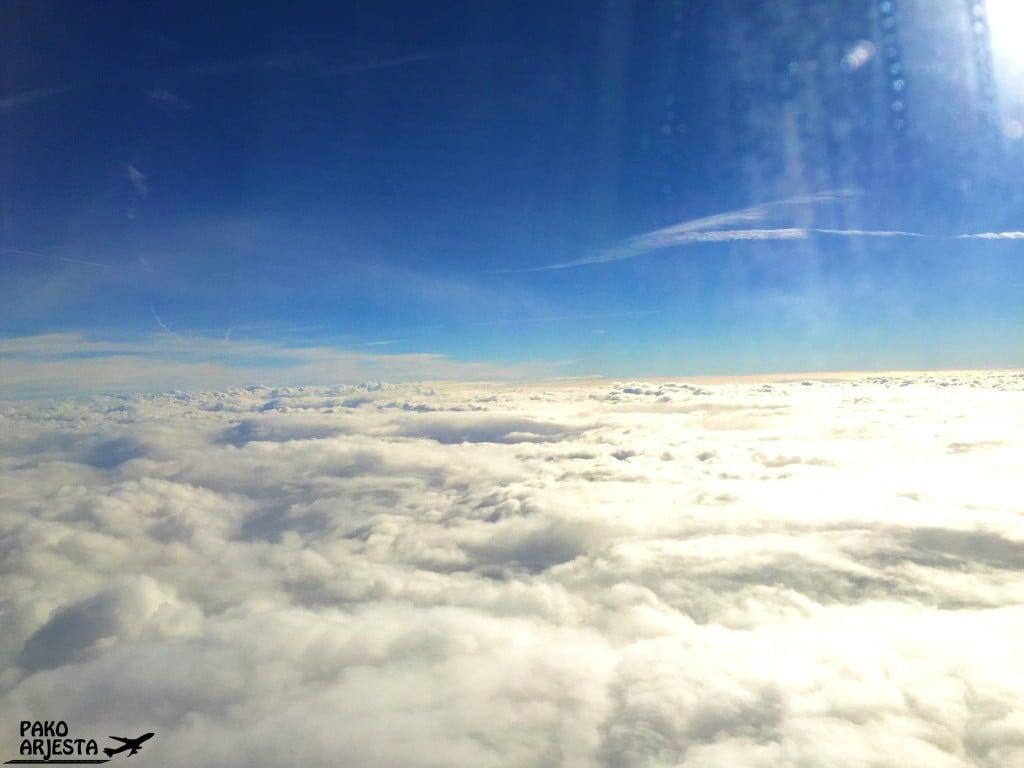 Maailma näyttää aika hienolta pilvien yllä businessluokasta käsin :)