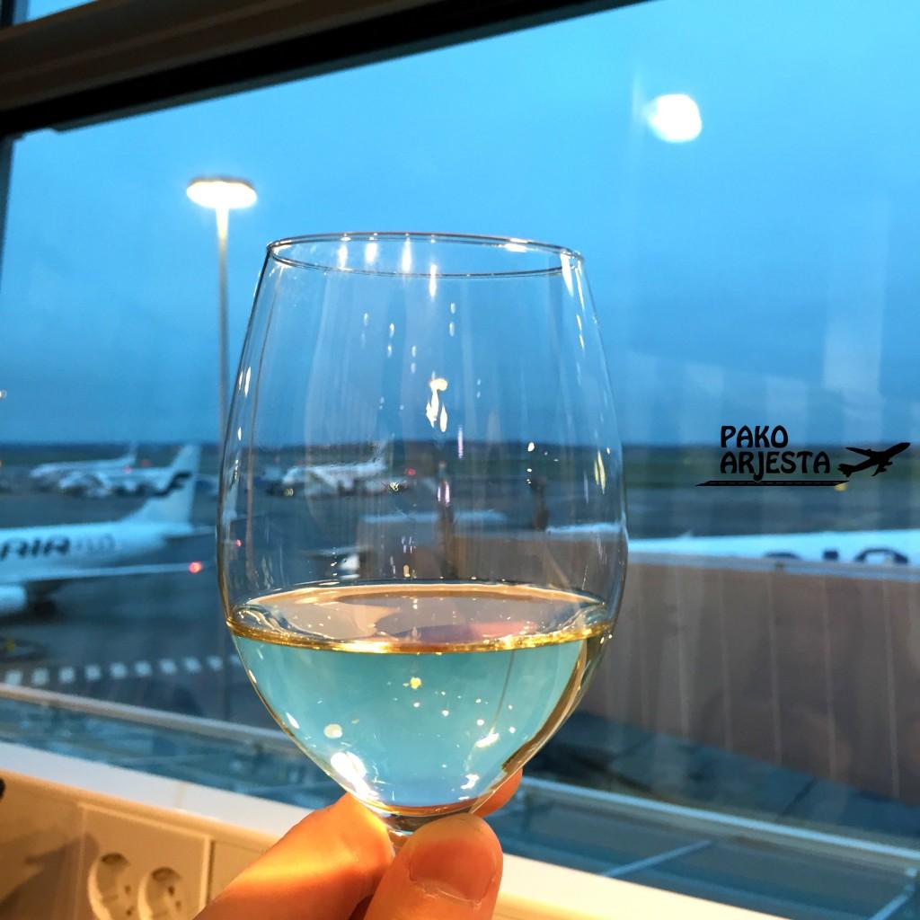 Finnair schengen lounge viini
