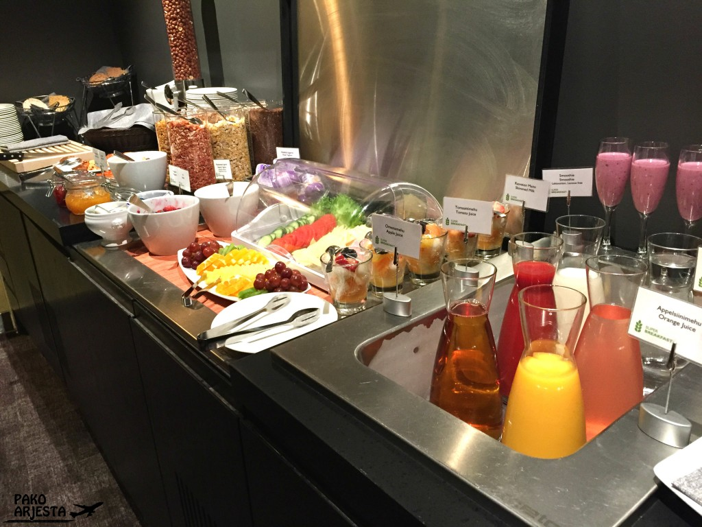 Radisson Blu Plaza Helsinki Plaza Lounge aamiainen