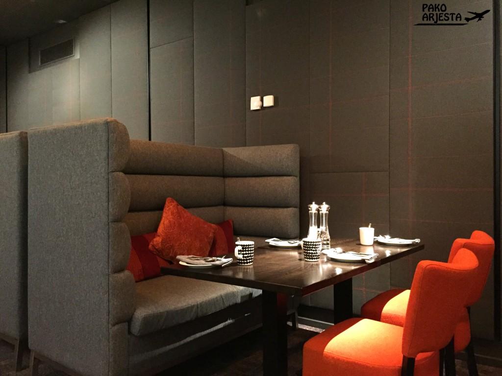 Radisson Blu Plaza Helsinki Plaza Lounge pöydät