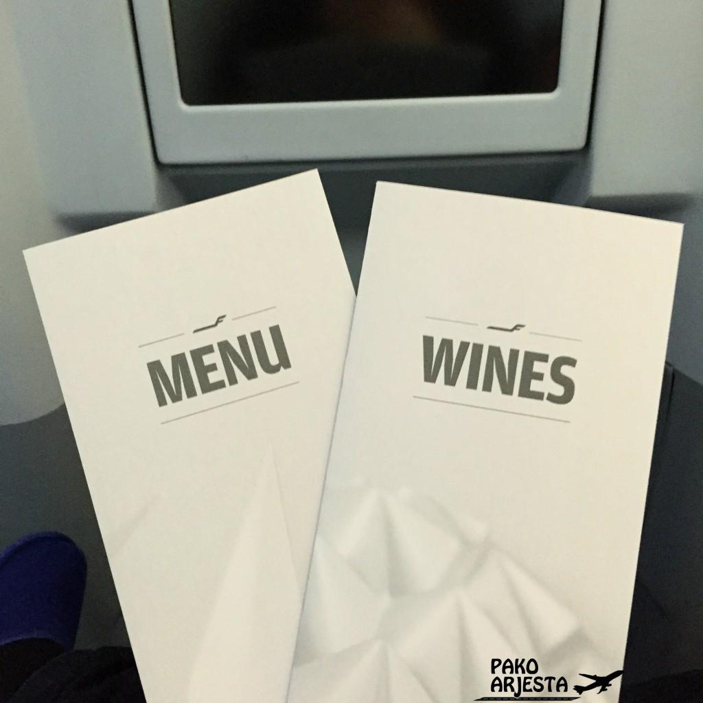 Businessluokan ruoka- ja viinilista... en voi olla hymyilemättä aina, kun pääsen katsomaan noita :)