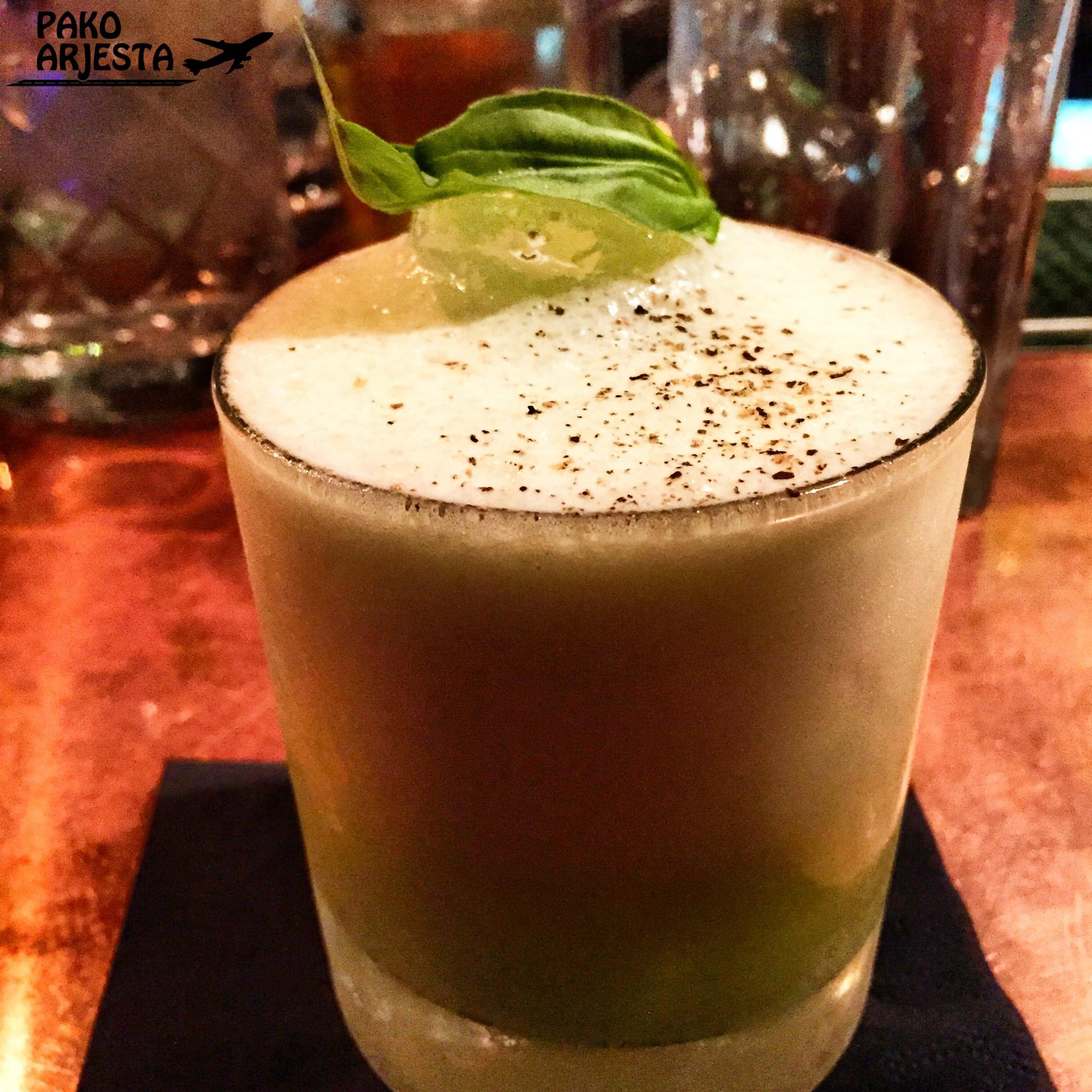 Oilivia-drinkki, joka sisältää mm. oliiviöljyä, mustapippuria ja basilikaa :P. Hyvää!