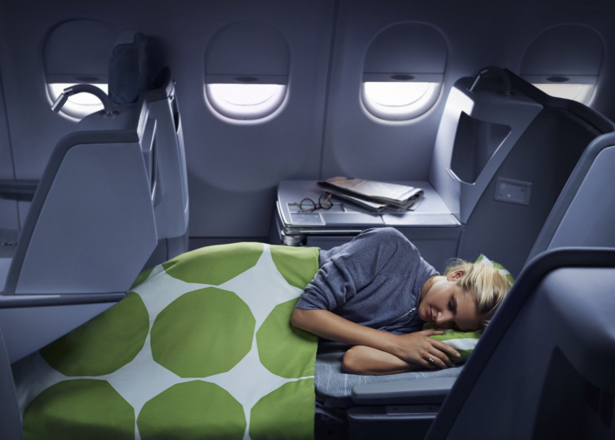 Finnair business woman sleeping 02