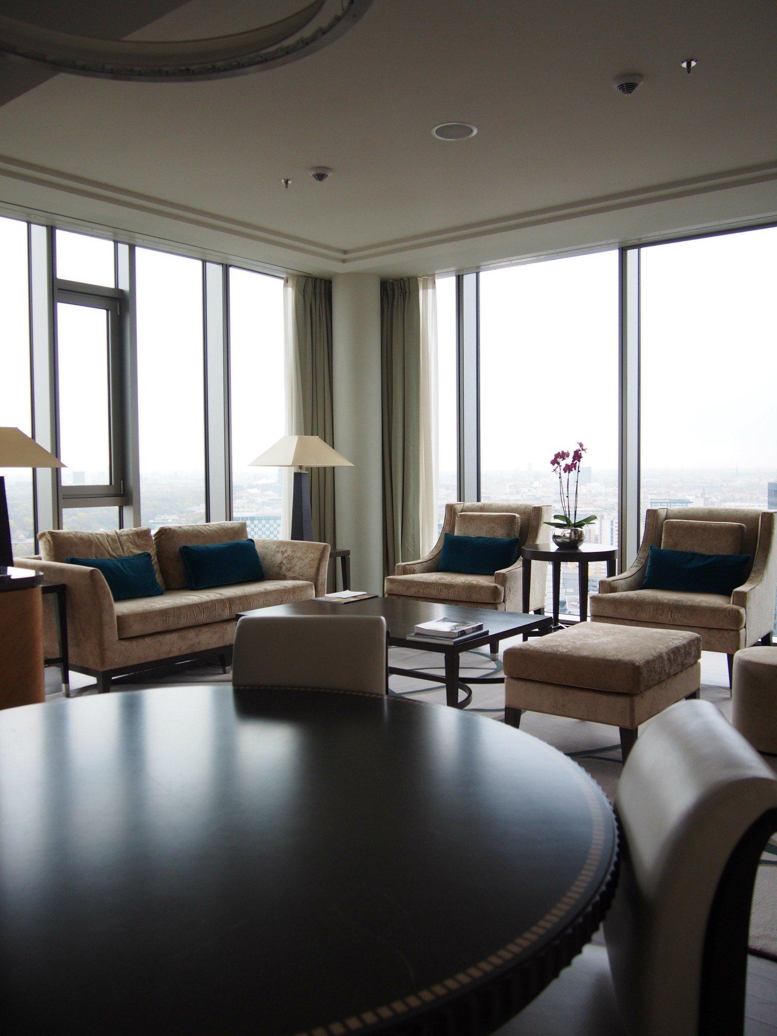Waldorf Astoria Berlin Tower Suite olohuone 1