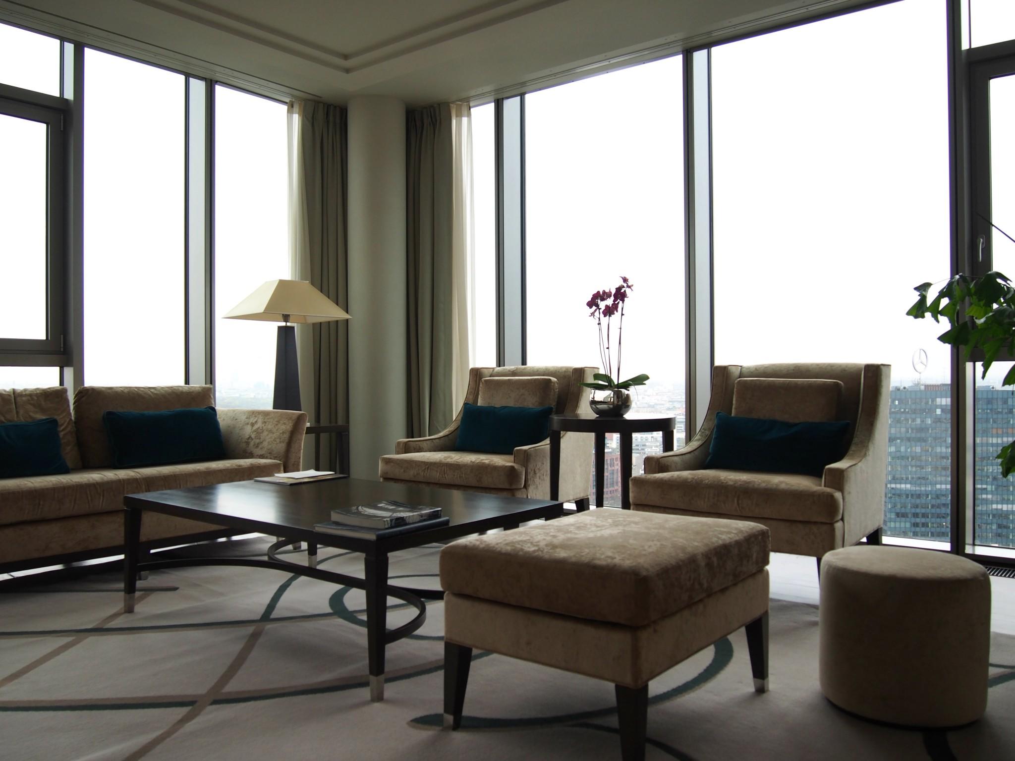 Waldorf Astoria Berlin Tower Suite olohuone 2
