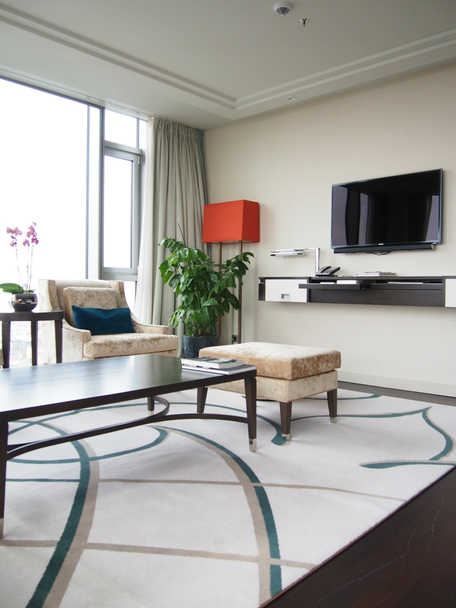 Waldorf Astoria Berlin Tower Suite olohuone 3