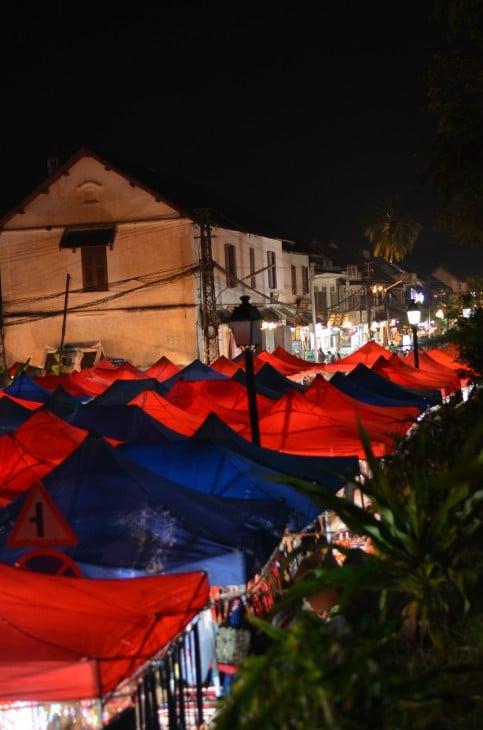 Yömarkkinat Luang Praban