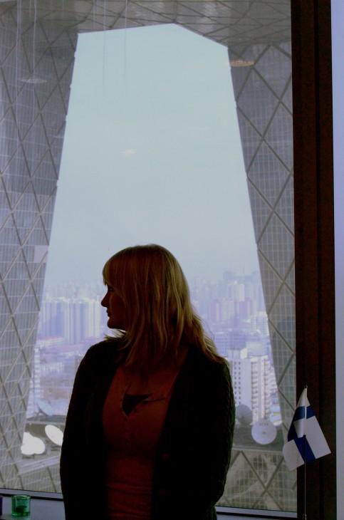 Jenna lähetystön ikkunanlaudalla.