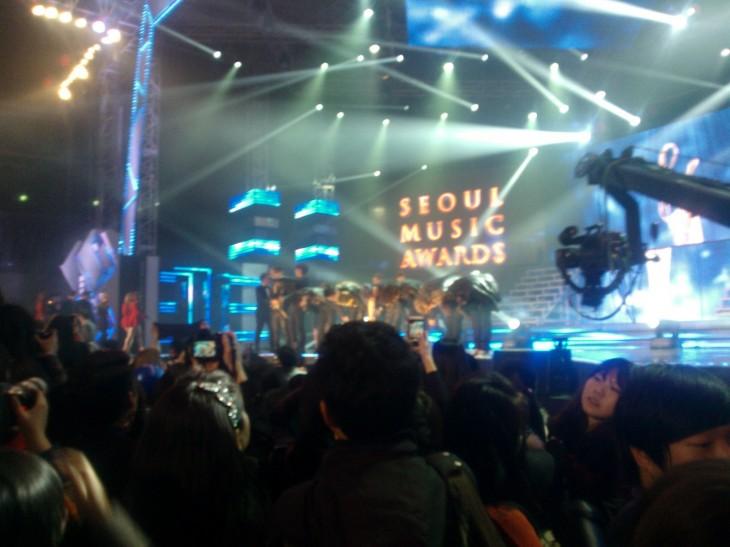 Päivi ja Aikku eturivissä yhdessä Korean suurimmista musiikkigaaloista.