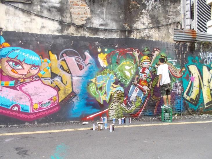 Väriläikkä melko värittömässä Kuala Lumpurissa.