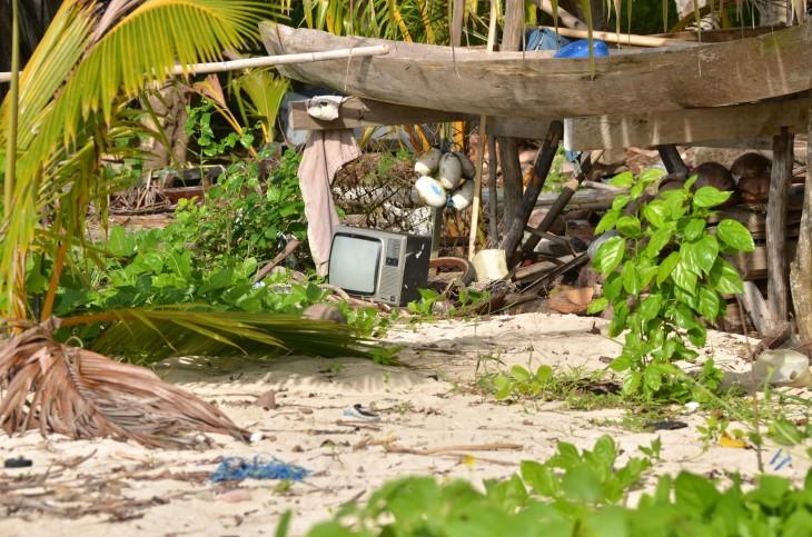 Rauhaisaa ja omia aikoja rullaava elämää Indonesian saarilla.