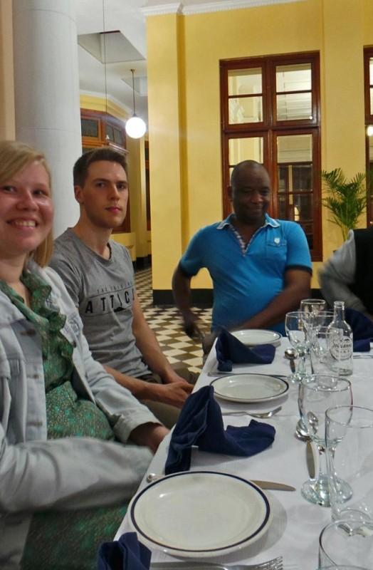 Diana Dahllund, Joona ja Mr Michael illallisella.