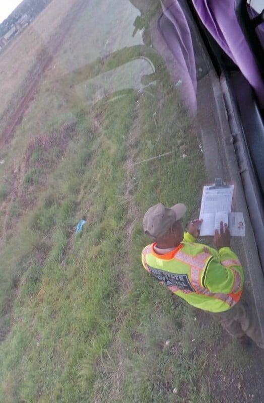 Ajoimme ensimmäisenä päivänä myös ratsiaan. Poliisi kuitenkin vain vilkaisi paperit ja toivotti turvallista matkaa.