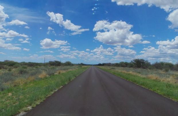 Hiekan ja suolan jälkeen oli mukavaa katsella vehreämpiä maisemia ja sinistä taivasta.