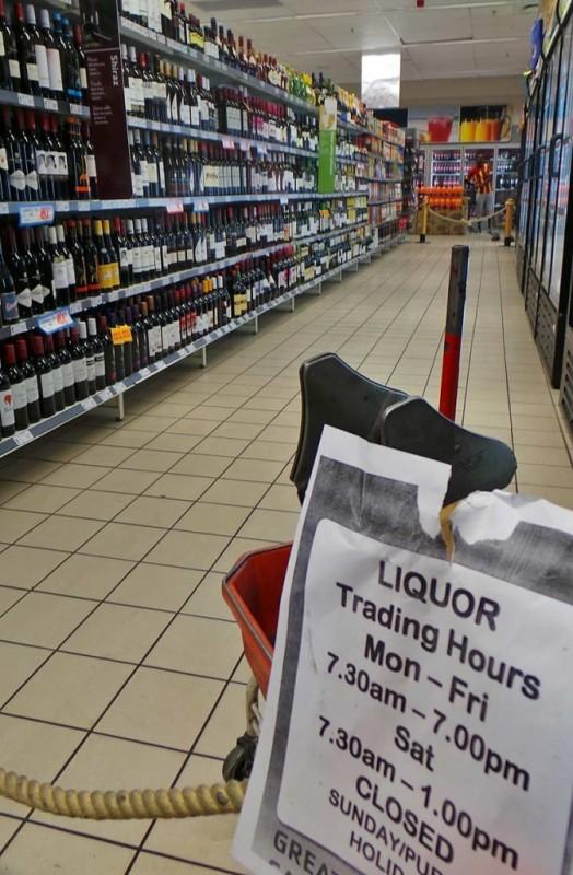 Namibiassa alkoholin myyntiajat ovat tiukemmat kuin Suomessa.