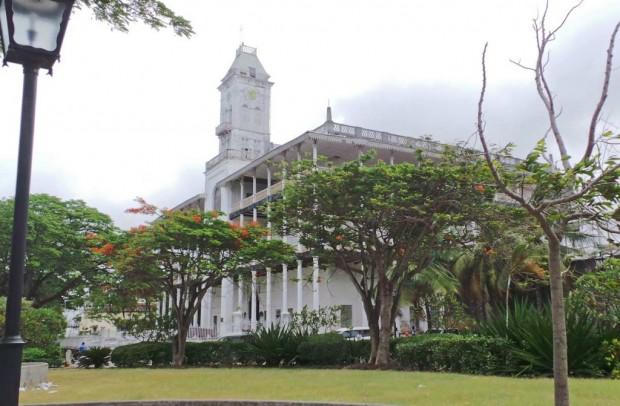 The House of Wonders on rakennettu 1883. Se on palvellut aikanaan Sulttaanin asuntona. Nykyään siinä on Sansibarin kulttuurin museo.