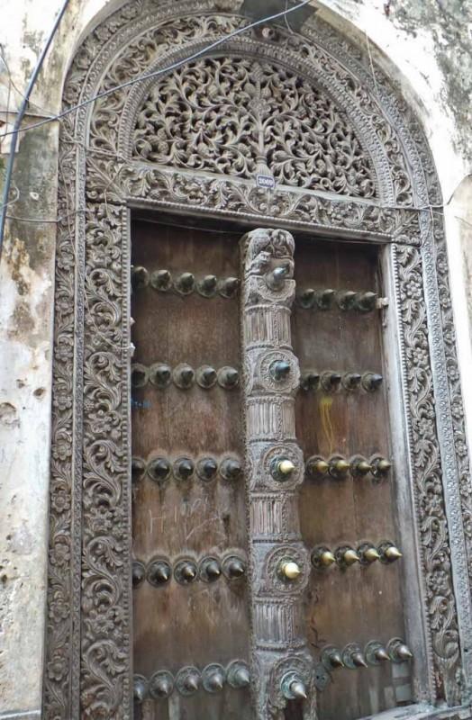 Nämä ovet ovat peräisin 1800-luvun lopusta. Ne on rakennettu kestämään sotanorsun hyökkäys.