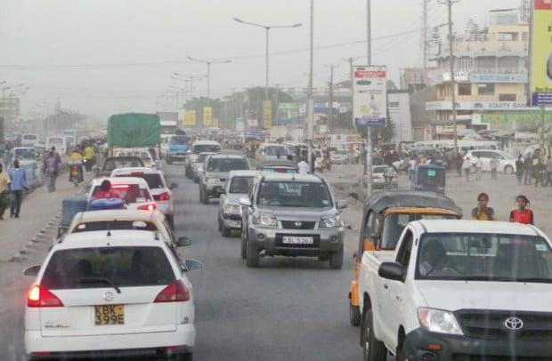 Nairobin esikaupunkialueen ruuhkaa.
