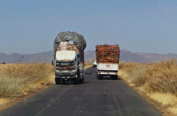 Normaalia tavarankuljetusta Sudanissa. Ei taitaisi mennä läpi EU:n alueella.