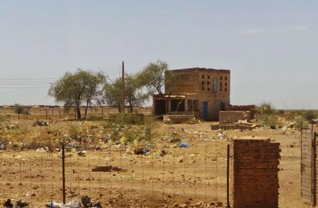 Sudanin teiden varsilla oli käsittämätön määrä roskaa.