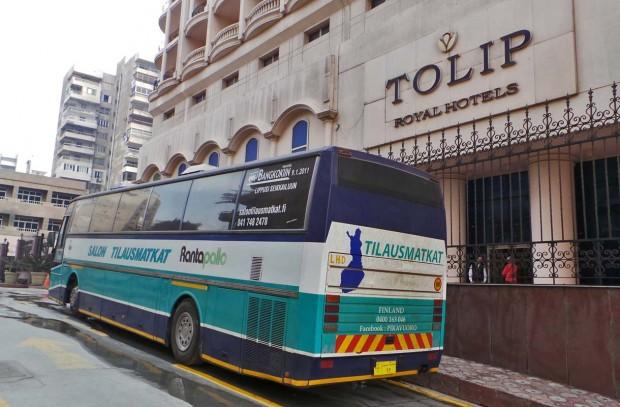 Ajokki Royal Tolip Roayl Hotelsin edessä päivää ennen satamaan siirtoa.