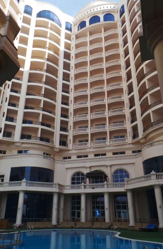 Tolip Hotellissa oli miellyttävä allasalue, josta emme valitettavasti päässeet nauttimaan. Egyptissä päivälämpötilat olivat alle +20 astetta.
