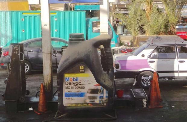 Huoltoasemilta sai bensiiniä, mutta ei dieseliä. Virallinen syy pulaan ei kyselyistä huolimatta selvinnyt.