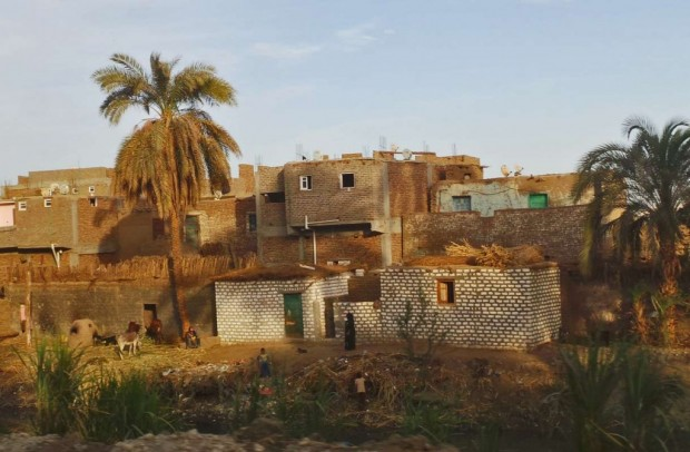 Niilin varren asutusta Qenasta pohjoiseen.