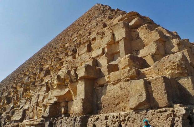 Kheopsin pyramidin kivilohkareet painavat keskimäärin 2,5-5 tonnia.