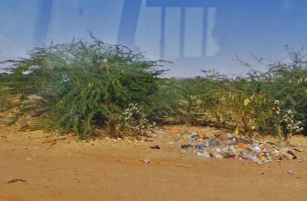 Länsimaisen siisteyteen tottuneen matkailijan silmin pistää heti Sudanin roskaisuus.