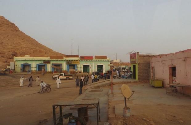 Sudanin kaupungit ovat kehittymättömiä. Wadi Halfan kaupungista ei löytynyt suihkua.