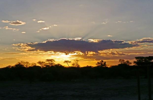 Auringon laskiessa Afrikka näytti itsestään kauneimman puolen.