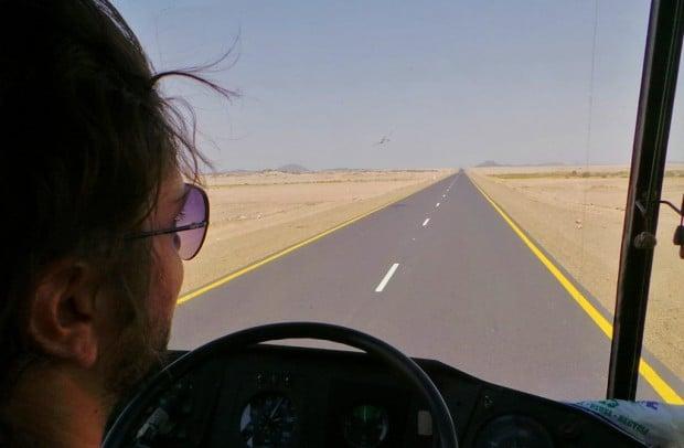 Horisontissa ei juuri mitään näkynyt. Onneksi tie oli tasaista ja hyvää.